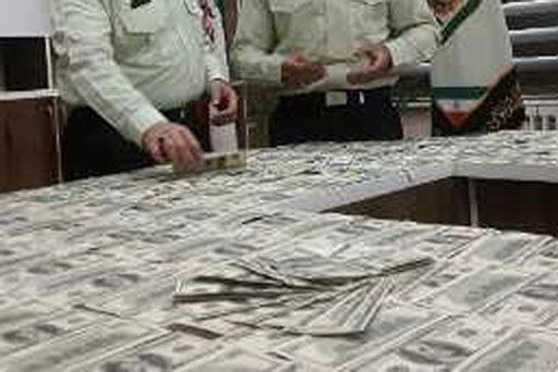 کشف 2 میلیون دلار تقلبی در اصفهان