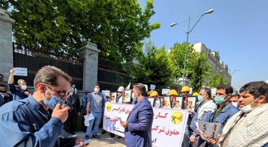 کارکنان شرکت توزیع برق مقابل مجلس تجمع کردند، مطالبه لغو آزمون استخدامی و همسازان سازی حقوق